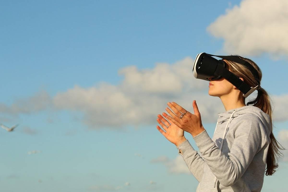 5-Ways-Augmented-Reality-AR-Is-Revamping-Digital-Marketing.jpg